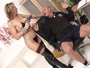 MILF Tanya Tate fucks one lucky bloke and gets a facial