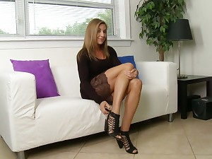 Ardent bosomy spread out Kate Linn feels awesome when she fingers pussy