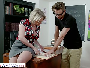 Fabulous curvaceous Dee Williams gets duplicated the table with an increment of fucked properly