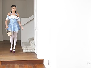 Good looking teen Ariana Marie agrees approximately fuck not far from a neighbor