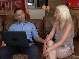 Blond cougar Szandi serves her young lover to get under one's fore highest level