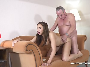 Grey defy pumps fresh pussy and reaches orgasm in minutes