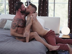 Bareback anal porn for twosome muscular gay lovers